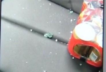 棠梅园:深夜车窗被砸 业主担忧安全