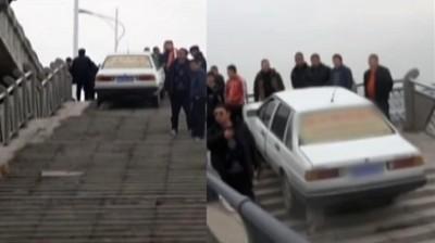 2男2女把车开上20多米高台阶