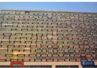 """沈阳一栋16层大楼现300多阳台:阳台窗户""""脸贴脸"""""""