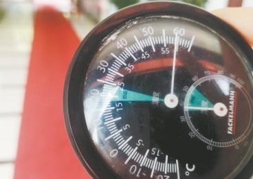 溫度計放地上6分鐘內升至60℃