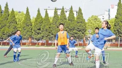 校园足球联赛飒爽英姿