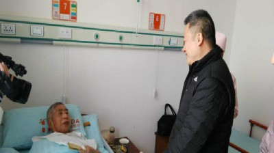 春节到沐春园社区走访慰问困难群众