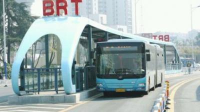 上海首条BRT公交样车来了 明年春节前后试运营