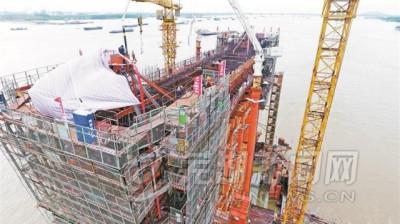 商合杭铁路芜湖长江大桥首个主墩下横梁浇筑完成