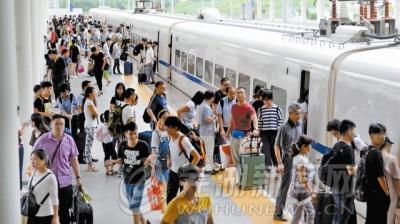 火车站迎暑运返程高峰 本周开抢国庆长假车票