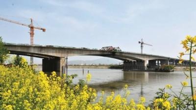 裕溪河大桥预计下月底投入使用