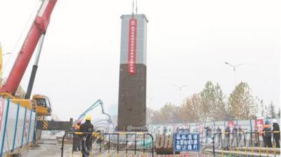 芜湖轨道交通2号线首根钢柱顺利吊装