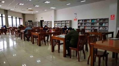 图书馆春节也有爱书人