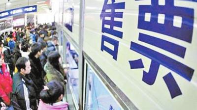"""火车站增开29对临客 汽车站班次全线发班 两站做足""""功课"""" 春运首日客流平稳"""