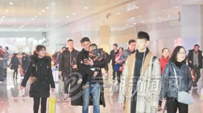 芜湖迎返程客流高峰