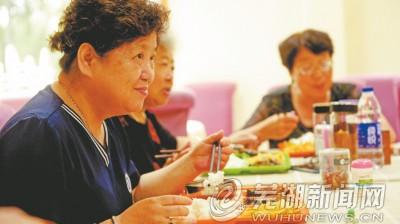 """江城""""老人食堂""""如何走得更遠?"""