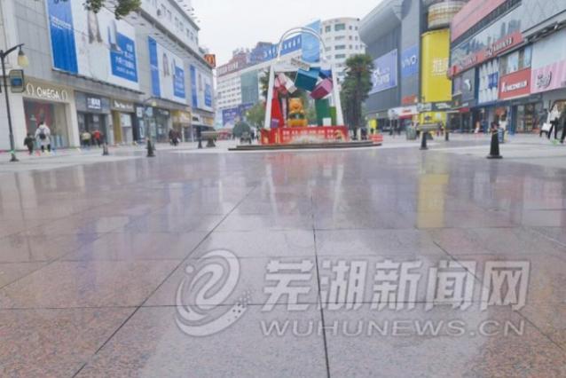 市民吐槽步行街地砖雨雪后太滑